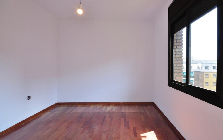 habitació amb finestra
