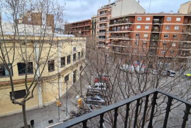 balcó amb vistes carrer