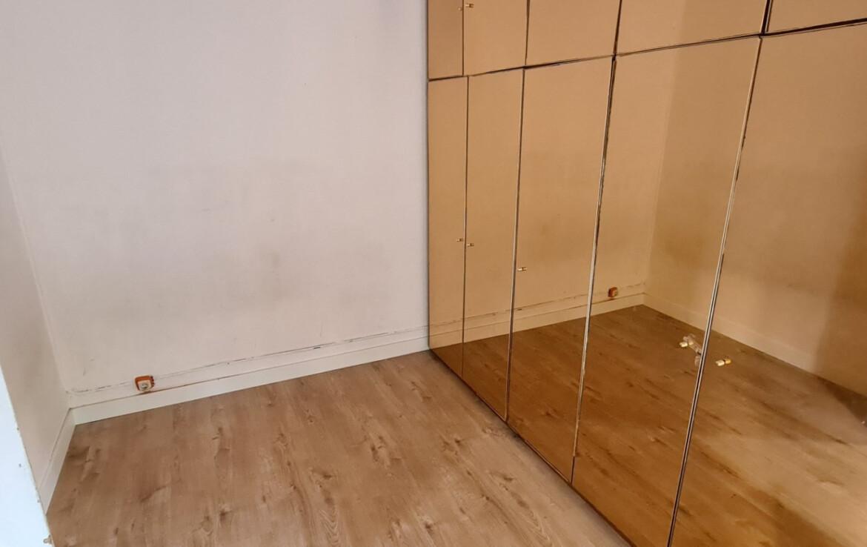 habitació amb armari